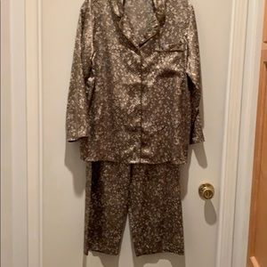 VICTORIA'S SECRET SATIN PAJAMA SzS NEVER WORN NWOB